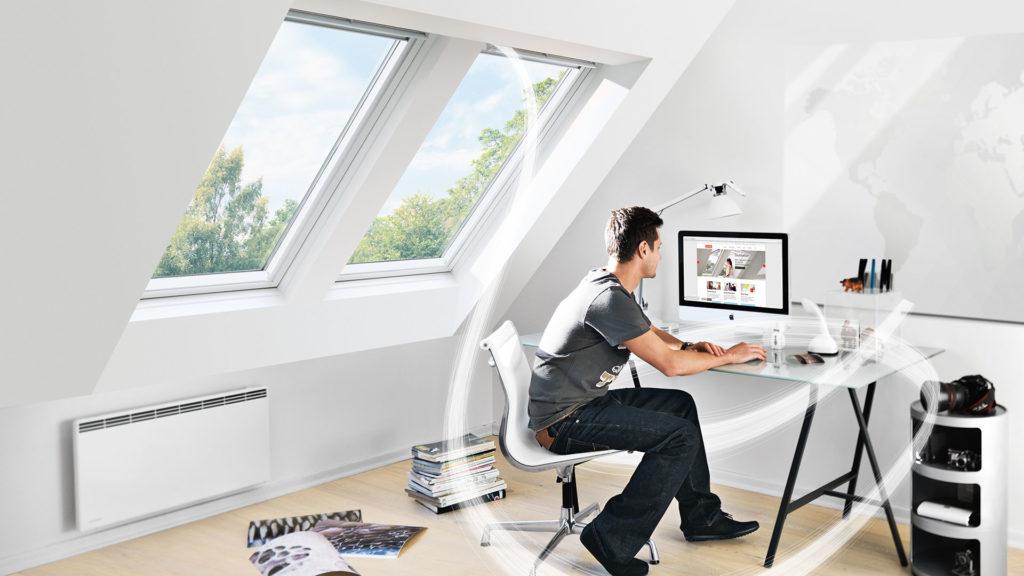 Arbeitszimmer Schwingfenster mit VELUX Balanced Ventilation
