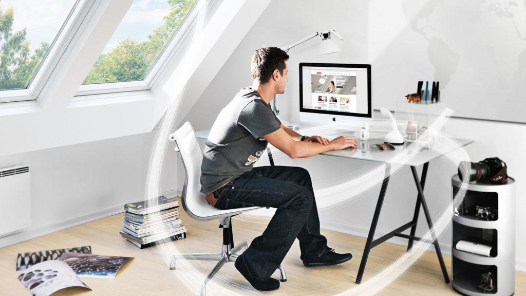 Arbeitszimmer Schwingfenster mit VELUX Balanced Ventilation 2